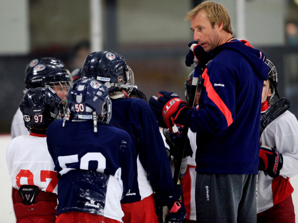 Blue Jackets winger Vinny Prospal coaches a youth hockey team on May 23, 2012, at the Chiller North. (Columbus Dispatch photo by Fred Squillante)